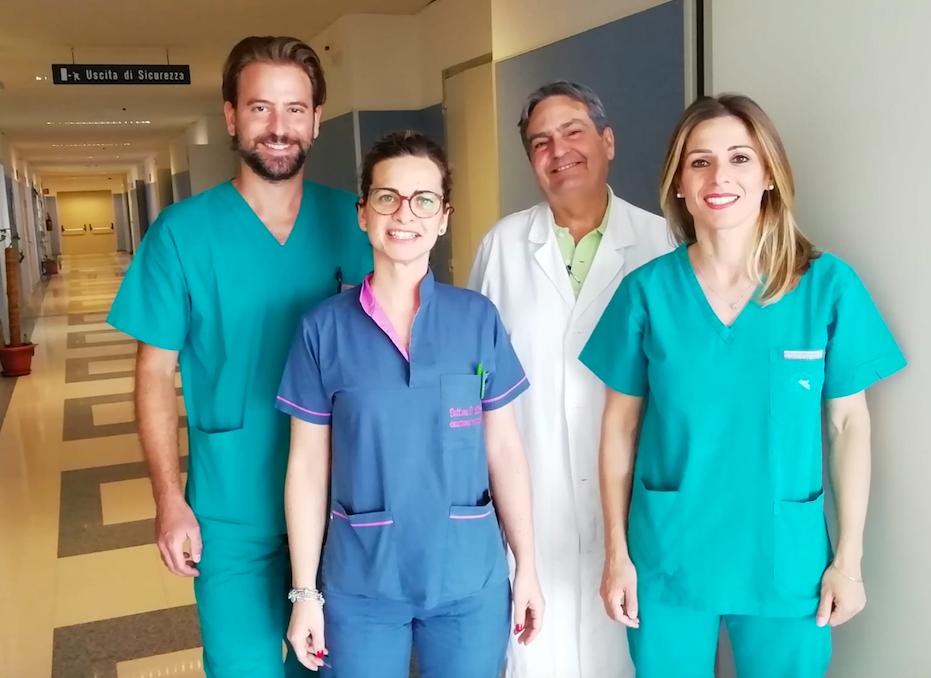 Paziente salvato dopo difficile intervento chirurgico per fistola aortoenterica. Medici e Infermieri esultano.