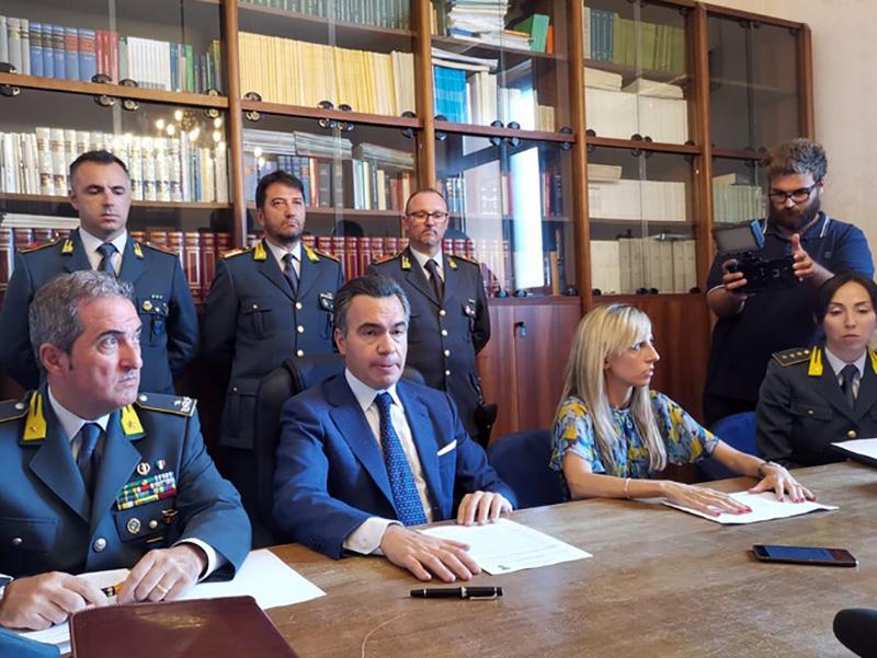 Medici, Coordinatori Infermieristici, Infermieri e impiegati arrestati a Molfetta: timbravano, ma non erano in servizio.