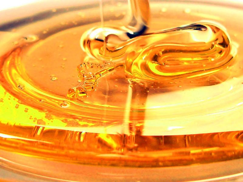 Lesioni cutanee e medicazioni naturali avanzate a base di miele.