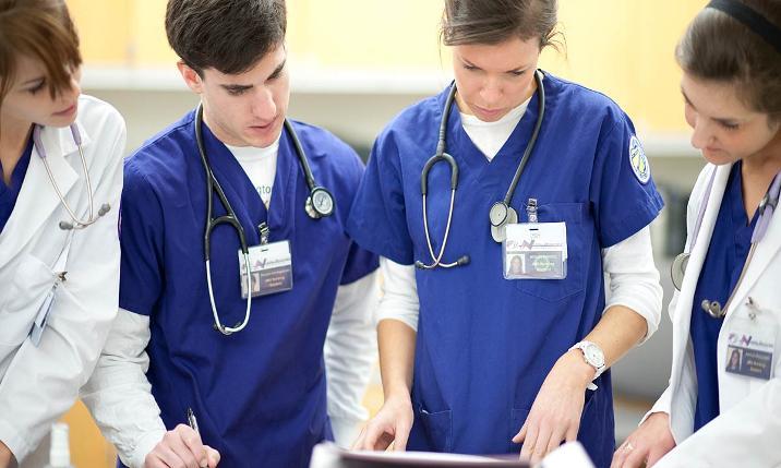 Medici, Infermieri, Professionisti Sanitari e Oss ascoltano Radio Italia in ospedale.