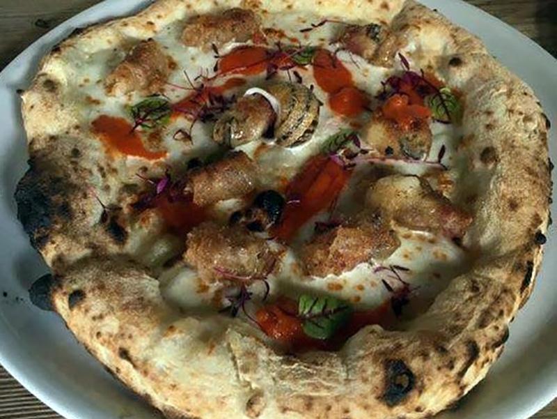 Pizza con le lumache. Come cambia la dieta per gli italiani.