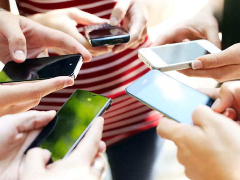 Cellulare alla base dei disturbi psichiatrici negli adolescenti.