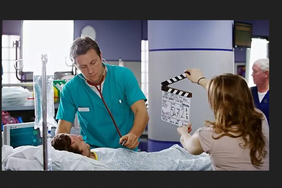 infermieri e medici nella serie netflix