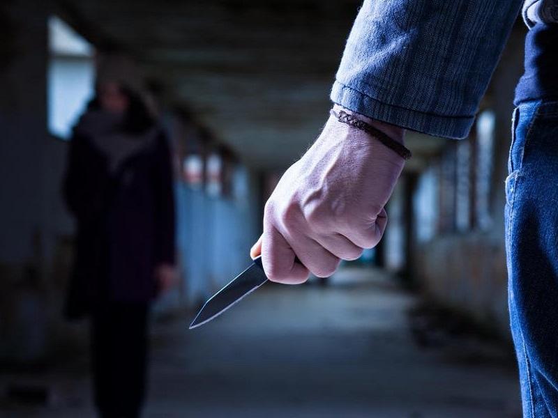 Ladri scoperti da medico: ti tagliamo la gola!