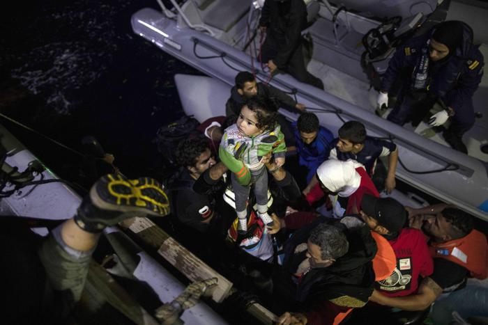 Naufragio migranti: morti 5 bambini e due donne.