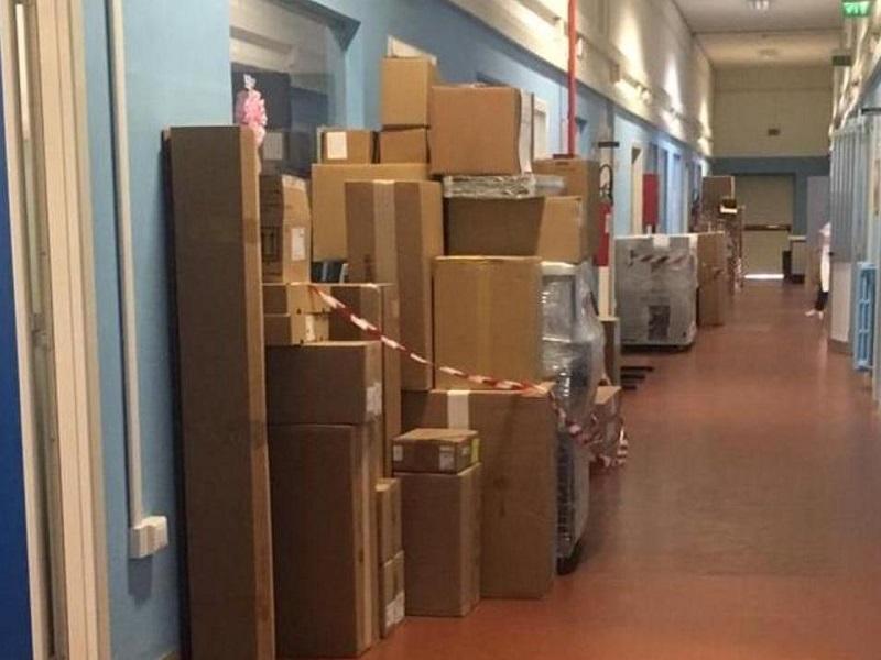 Ospedale: centinaia di referti abbandonati in corridoio.
