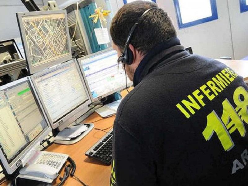 Infermiere centrale operativa assiste parto in casa via telefono.