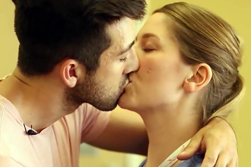 Infermiere e OSS licenziati: si baciano in reparto. Beccati da un Paziente e denunciati in Direzione.