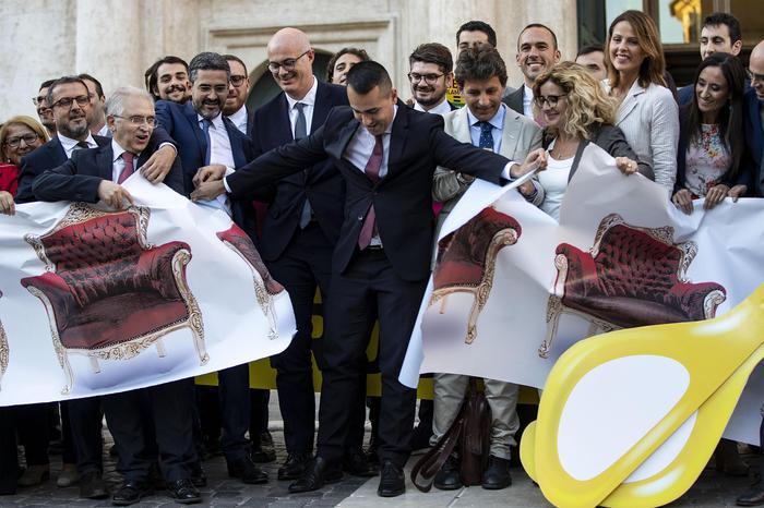 Il taglio dei parlamentari è Legge. La Camera approva, esulta il Movimento 5 Stelle.