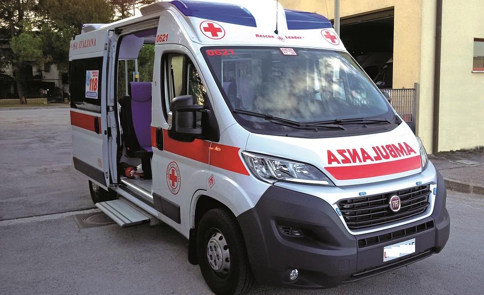 """Ambulanza del 118 usata come taxi. Parente a medico: """"l'ho già visitato io, muoviti""""."""