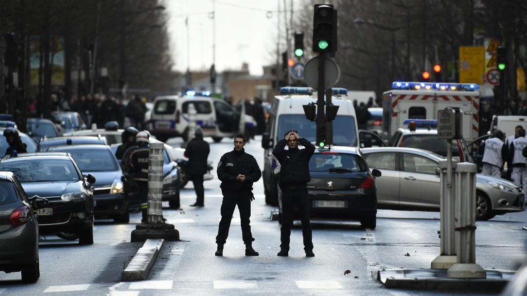 Poliziotto fa strage in commissariato. Sangue a Parigi!