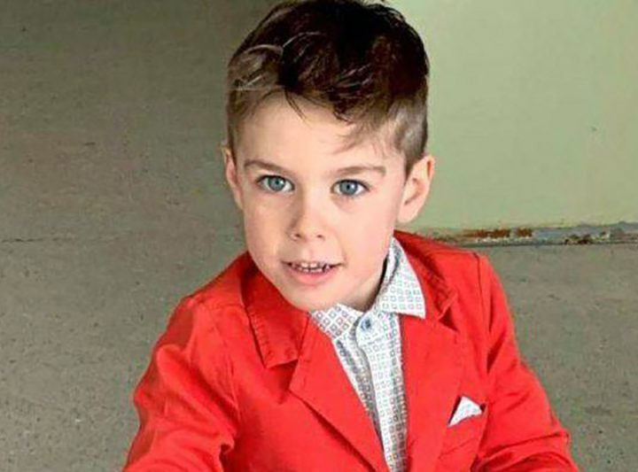 Bimbo di 6 anni muore folgorato da una presa elettrica. Inutile rianimarlo dopo arresto cardiaco.