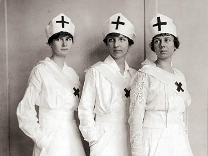 Fashion Nurses: come è cambiata e cambierà la moda tra le Infermiere.