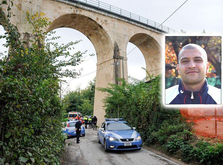 Ex-calciatore si suicida: si butta già dal ponte della ferrovia.