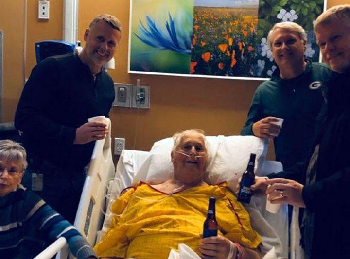 Ultima birra prima di morire: esaudito il desiderio del nonno ricoverato in ospedale.