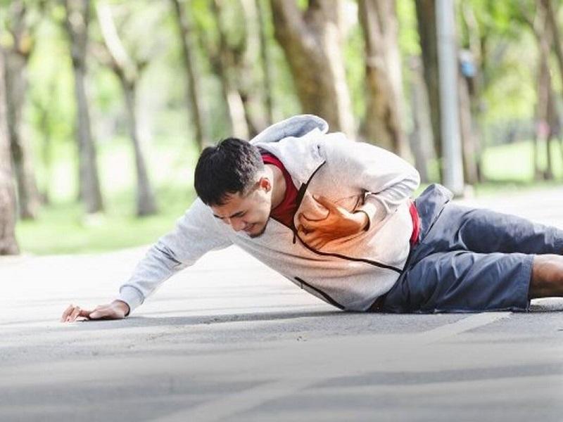 Infermiera fuori servizio salva la vita di un uomo in arresto cardiaco!