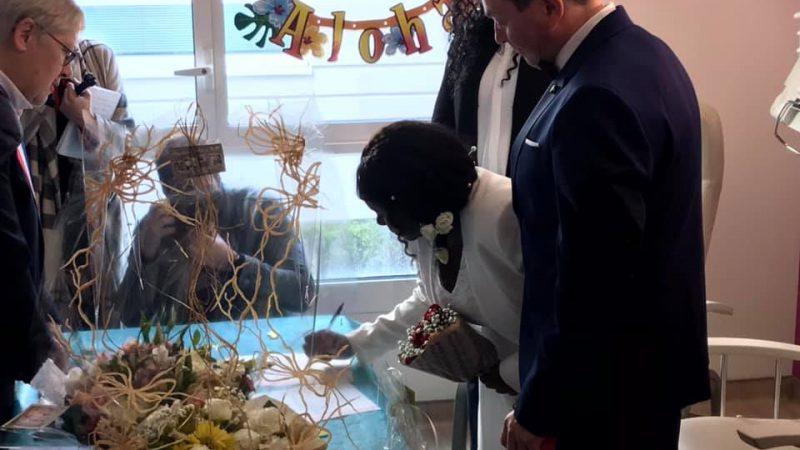 Gravidanza a rischio: si sposa in ospedale!