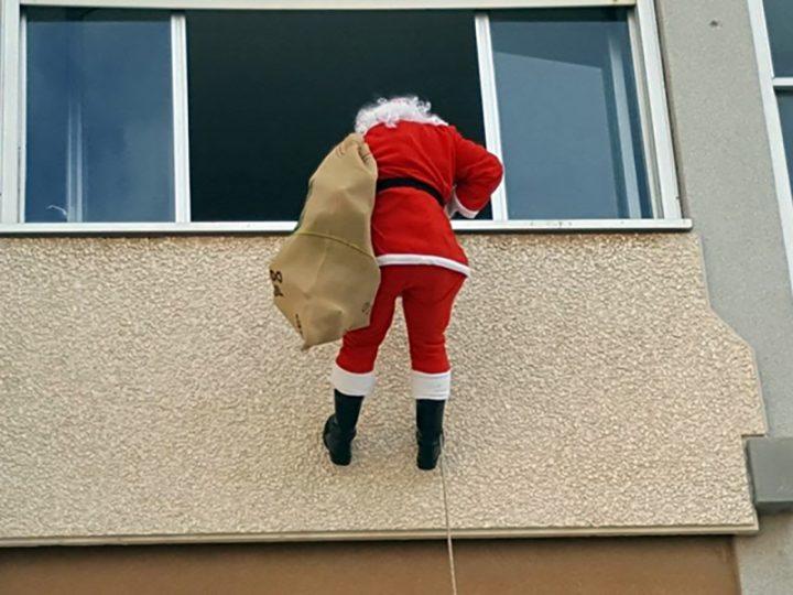 Il Natale è stato diverso per i pazienti della Pediatria del Vito Fazzi di Lecce. E' arrivato un Babbo Natale speciale.