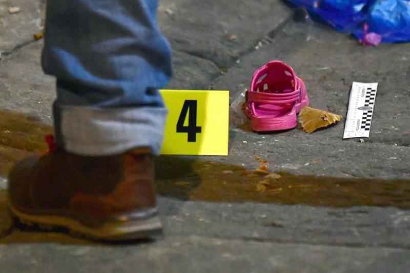 Bimba di tre anni precipita dal balcone e muore sul colpo. A nulla sono serviti i soccorsi del 118.