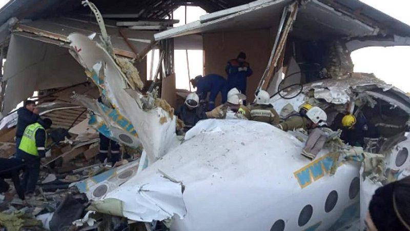 Aereo colpisce palazzo dopo il decollo: morti e feriti.