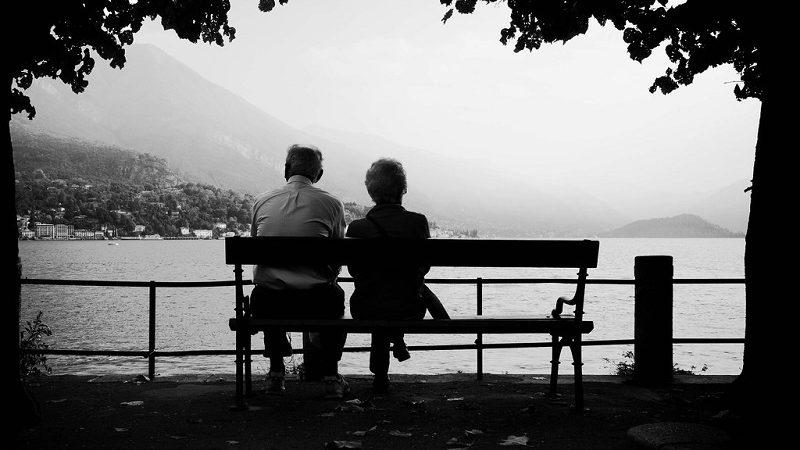 Dopo 60 anni di matrimonio, i loro cuori si fermano a 10 minuti di distanza.