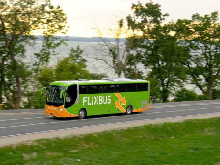 Chiama 118 ma bus parte: ambulanza insegue flixbus!