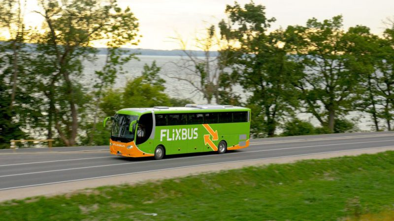 Chiama 118 ma bus parte: ambulanza insegue flixbus!
