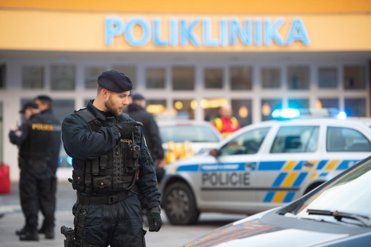Sparatoria in Ospedale: 6 morti e feriti.