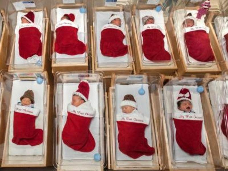 Ospedale San Antonio: neonati di dicembre dormono in calze natalizie!