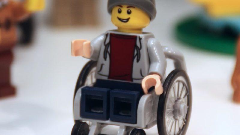 LEGO: creato primo personaggio disabile!