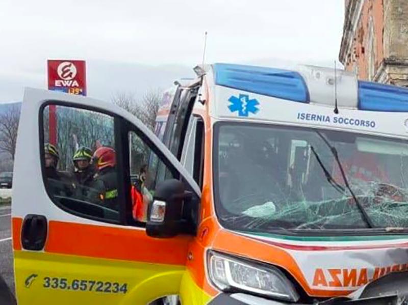 Autista Servizio 118 colpito da infarto mentre era alla guida dell'ambulanza. Indagato per omicidio colposo.