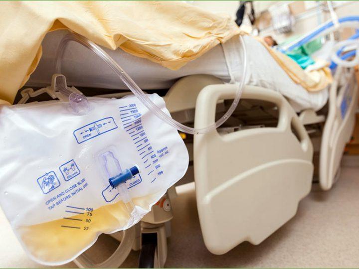 OSS inserisce Catetere Vescicale a Paziente in emergenza. L'Azienda non lo denuncia, protestano Infermieri.