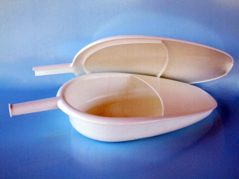 La Padella: presidio che può essere usato per la raccolta di urine o feci o altri liquidi biologici sia nell'uomo, sia nella donna.