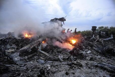Precipita aereo: 170 morti, nessun superstite.