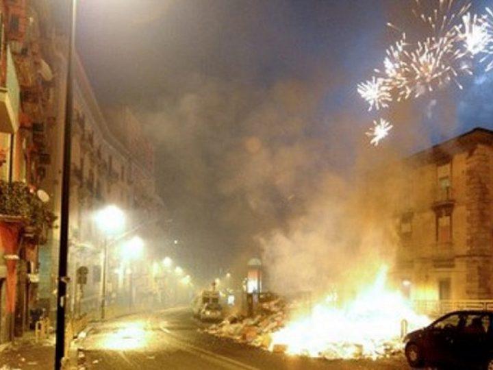 Napoli: petardi e lanciarazzi, 48 feriti e amputati in una notte.