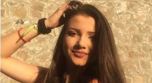 Ragazza muore a 16 anni in casa, era stata appena dimessa dall'ospedale.