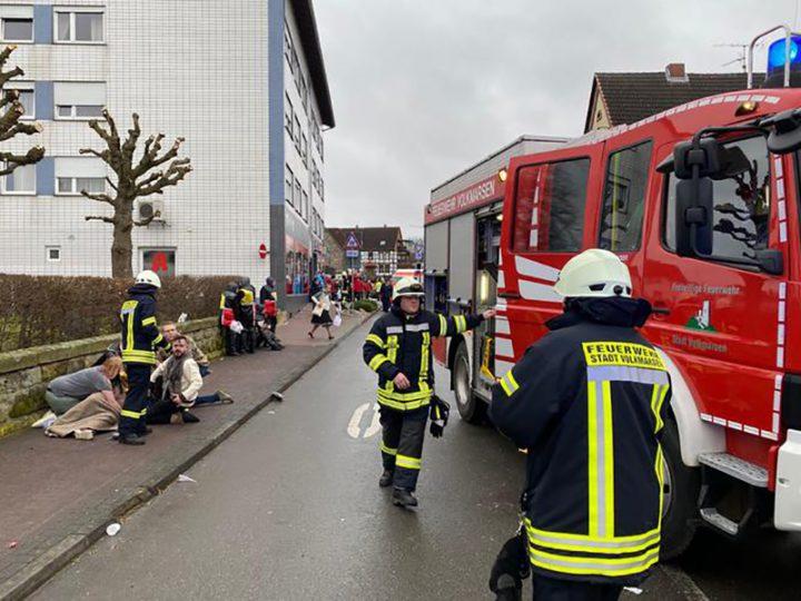 Auto investe 30 persone in Germania: arrestato il folle. Feriti diversi bambini, 10 sono gravi.