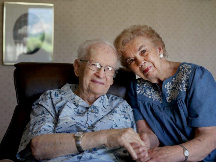 Sposi da 60 anni ma lui la crede infermiera e le parla della moglie: l'amore oltre l'Alzheimer.
