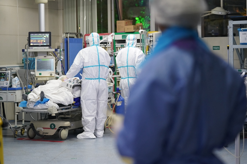 Coronavirus: in Puglia il primo infetto. L'annuncio del governatore Michele Emiliano.