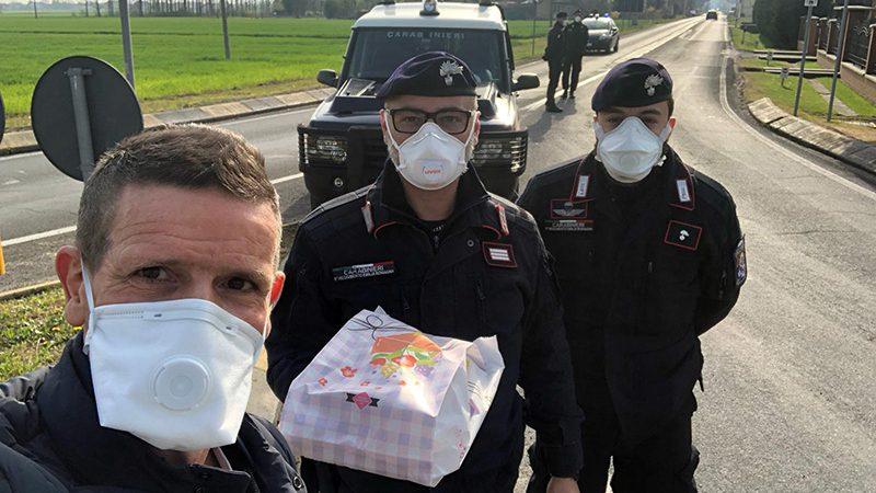 Coronavirus. Infermiere dona bomboloni e paste ai Carabinieri nella zona rossa di Medicina (BO).