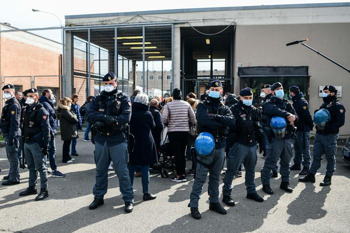 Coronavirus. Detenuti in rivolta in tutta Italia. Prese d'assalto le Infermerie.