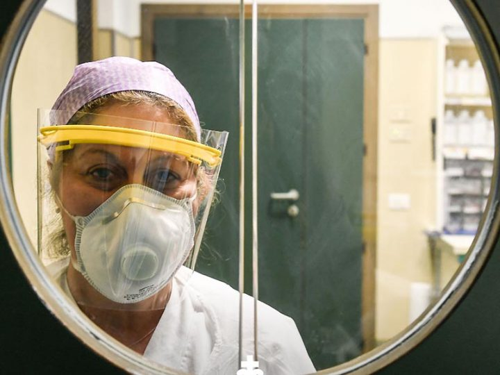 Coronavirus. OSS chiedeva mascherine chirurgiche, licenziata in tronco. Ecco i documenti.