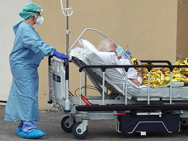 """Coronavirus. Gli OSS fanno il loro appello: """"restate a casa non metteteci in pericolo, sennò chi si prende cura di voi?""""."""