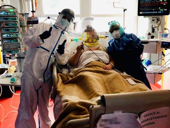 Coronavirus. La gioia di una Paziente estubata scattata in Rianimazione diventa virale.