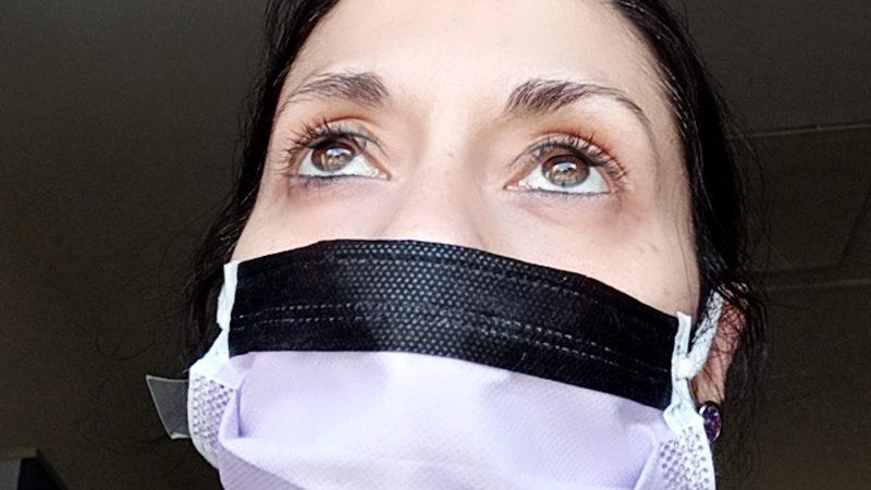 """Coronavirus. Eliana, Infermiera: """"ci state uccidendo, in reparto senza armi, io resto a casa""""."""