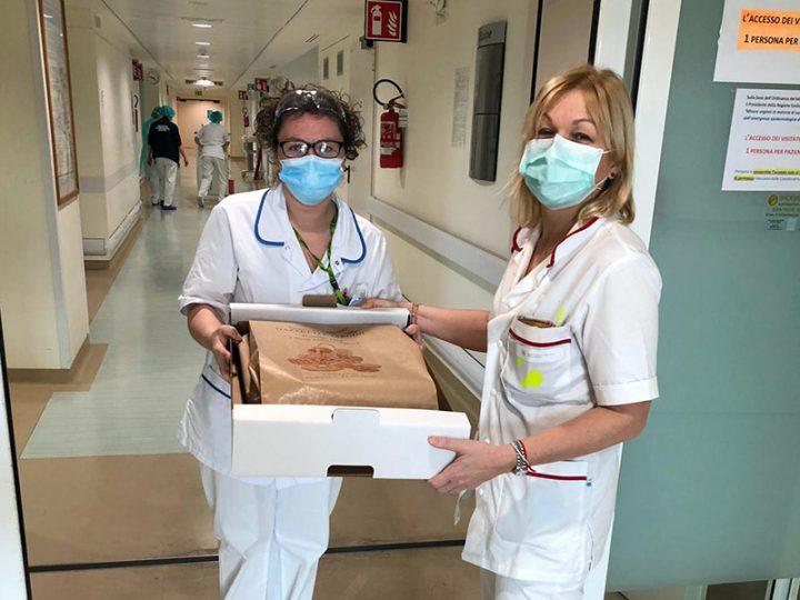 Coronavirus. Bomboloni caldi per Medici, Infermieri e OSS del Maggiore e del Sant'Orsola di Bologna.