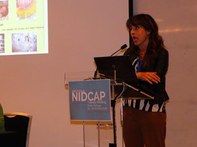 Natascia Simeone durante una conferenza sul NUDCAP.