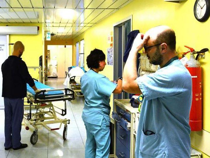 """Coronavirus. Paziente positivo in casa di riposo. Infermieri, OSS e Fisioterapisti in preda al panico: """"chi lo ha contagiato?""""."""