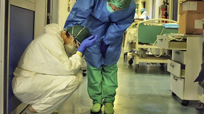 Coronavirus. Più di 6200 Medici, Infermieri, Oss, Professioni Sanitarie contagiati. E' strage, si pensa a 60.000 infetti.