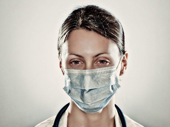 """Coronavirus. Annabella: """"sono orgogliosa di mia mamma, Infermiera al 118""""."""